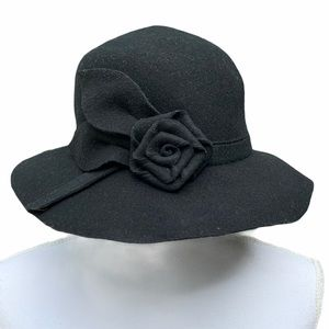 Toucan Collection New York Black Hat with Flower
